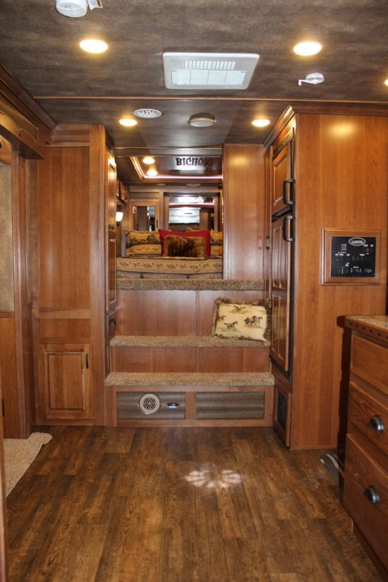 2018 Lakota B8413 rk BIG HORN Edition w/ Slide Out  4 Horse Slant Load Gooseneck Horse Trailer With Living Quarters