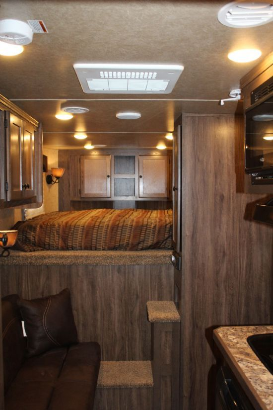 2019 Lakota C39 Charger  3 Horse Slant Load Gooseneck Horse Trailer With Living Quarters