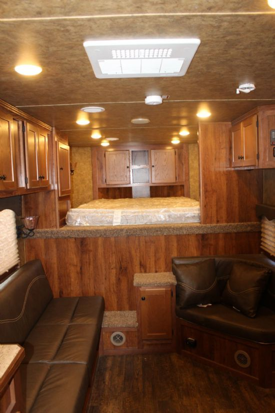 2017 Lakota Charger 8313.5  3 Horse Slant Load Gooseneck Horse Trailer With Living Quarters
