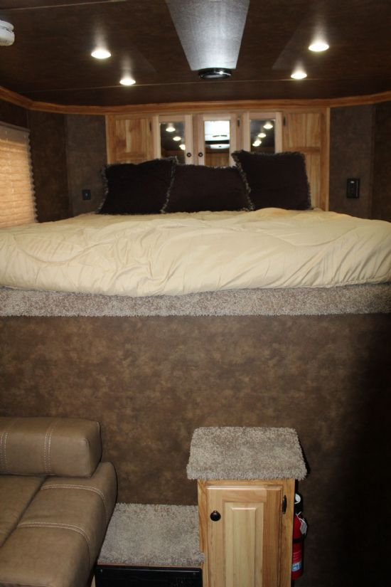2019 Sundowner 8006 Santa Fe / RANCHER XP Gooseneck  With Living Quarters