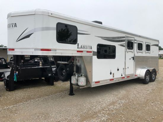 2020 Lakota C37 Charger  3 Horse Slant Load Gooseneck Horse Trailer With Living Quarters