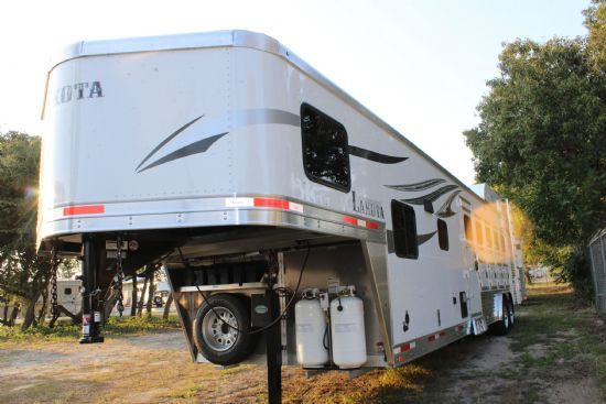 2018 Lakota Charger C8511 SR  5 Horse Slant Load Gooseneck Horse Trailer With Living Quarters