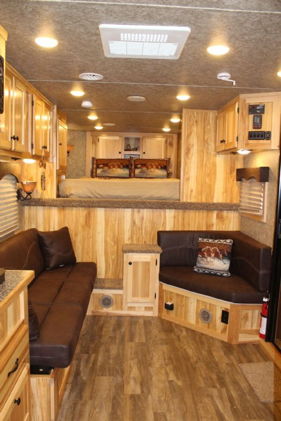 2018 Lakota Charger C8413.5  4 Horse Slant Load Gooseneck Horse Trailer With Living Quarters
