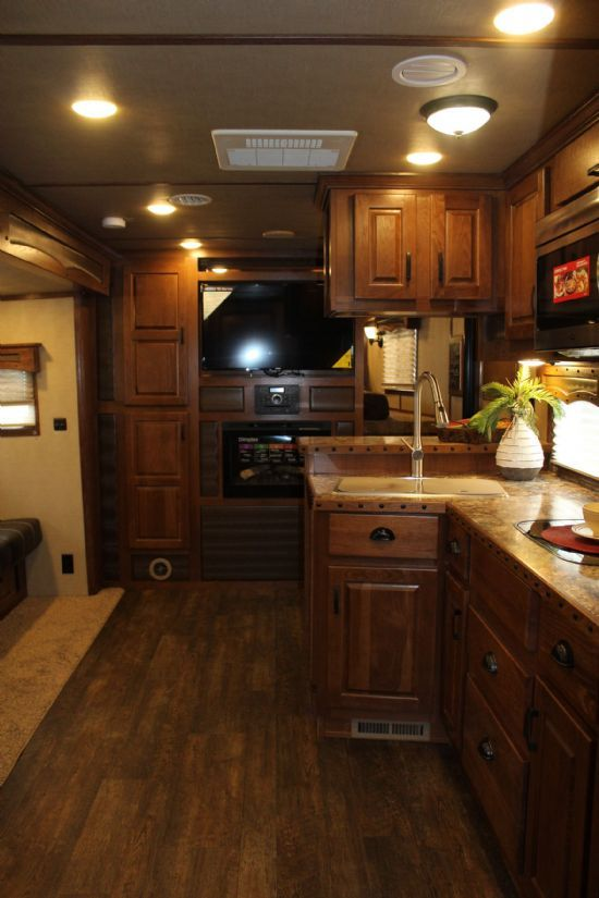 2018 Lakota BIG HORN B8417 Super Slide Out  4 Horse Slant Load Gooseneck Horse Trailer With Living Quarters