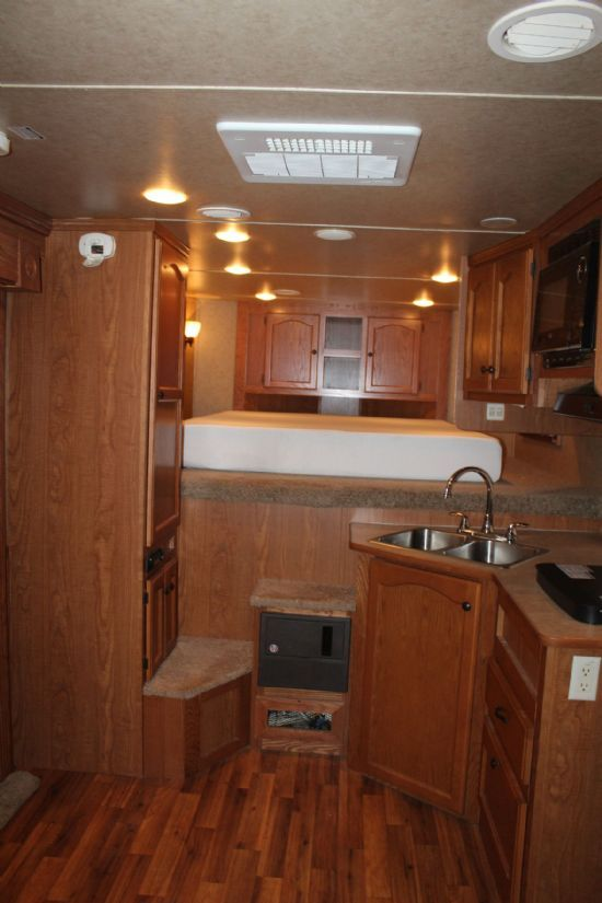 2013 Lakota 8413 with Slide Out  4 Horse Slant Load Gooseneck Horse Trailer With Living Quarters