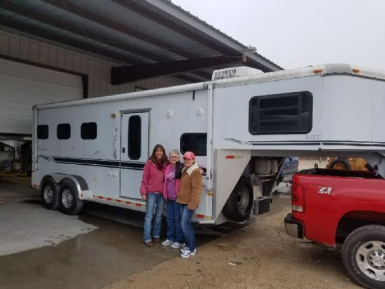 2000 Sundowner 6906  3 Horse Slant Load Gooseneck Horse Trailer With Living Quarters SOLD!!!
