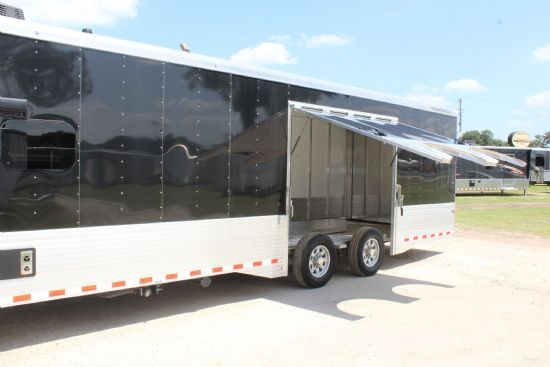 2014 Bison 8011s  3 Horse Slant Load Gooseneck Horse Trailer With Living Quarters