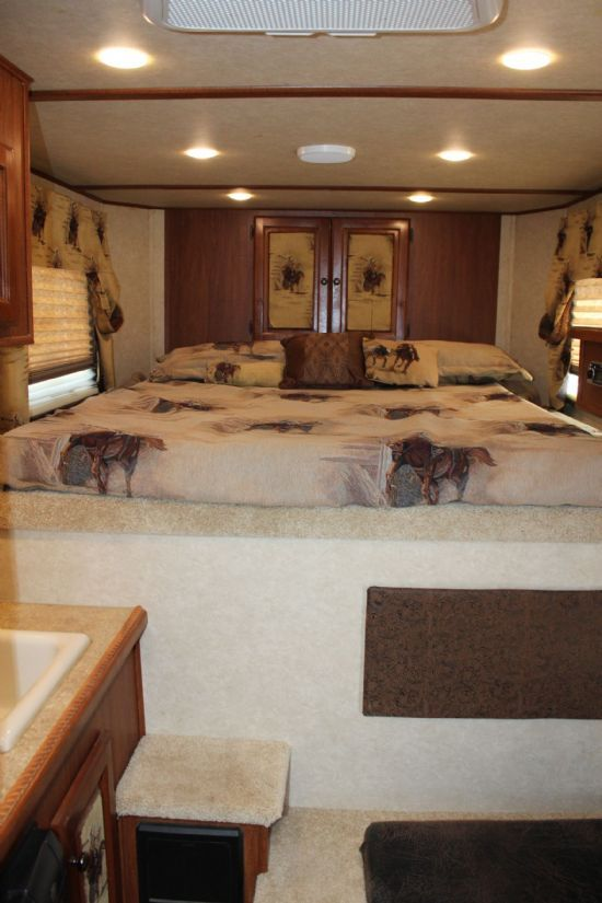 2014 Sundowner 6905 Santa Fe  2 Horse Slant Load Gooseneck Horse Trailer With Living Quarters