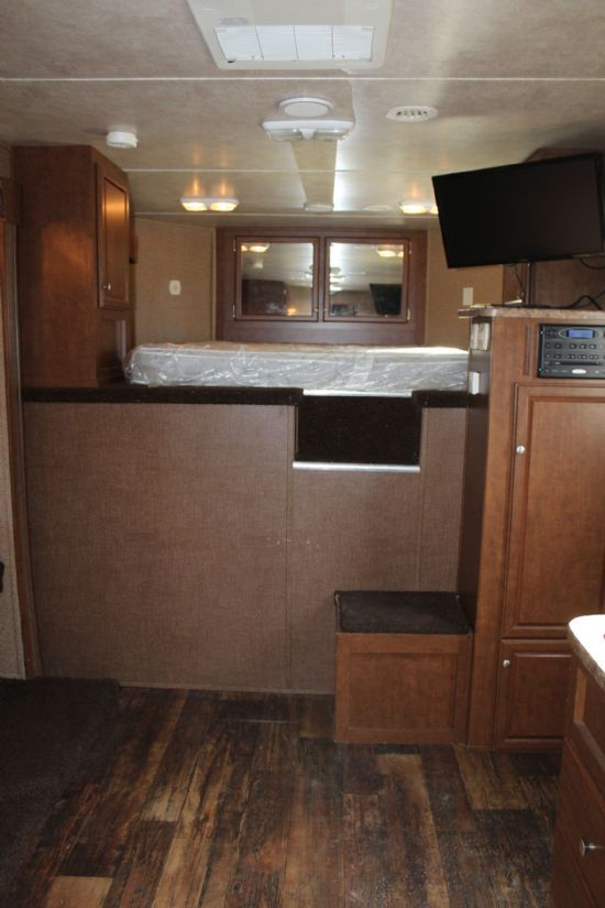 2014 Bison 8310TE Trail Express  3 Horse Slant Load Gooseneck Horse Trailer With Living Quarters