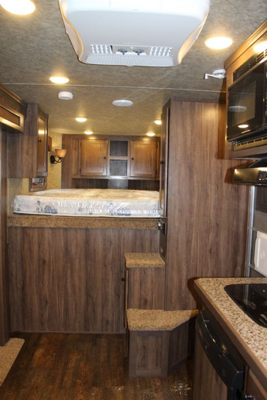 2018 Lakota C39 Charger w/ Slide Out  3 Horse Slant Load Gooseneck Horse Trailer With Living Quarters