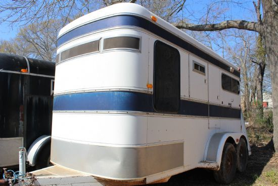 1984 Circle J/Western World Royale  2 Horse Straight Load Bumperpull Horse Trailer