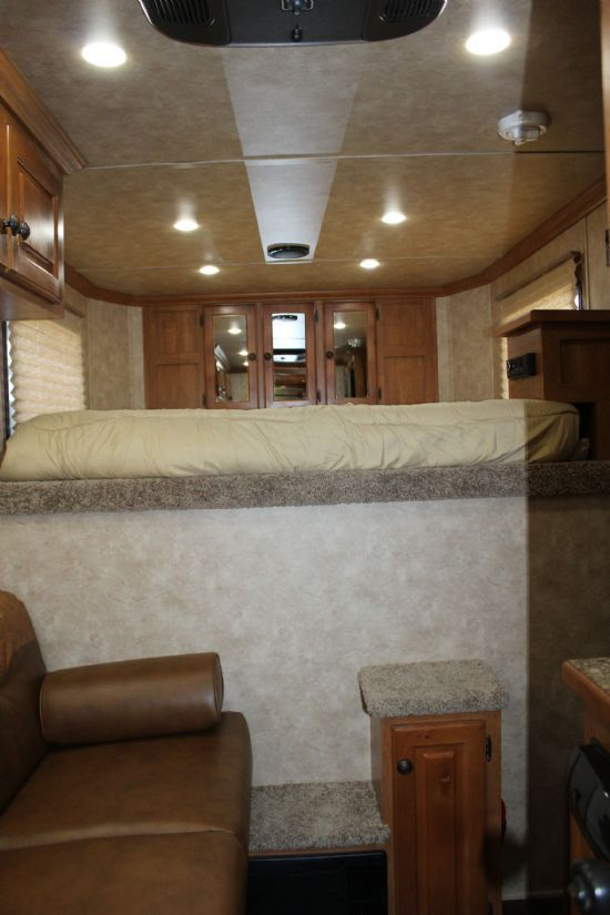 2018 Sundowner 6906 Santa Fe  3 Horse Slant Load Gooseneck Horse Trailer With Living Quarters