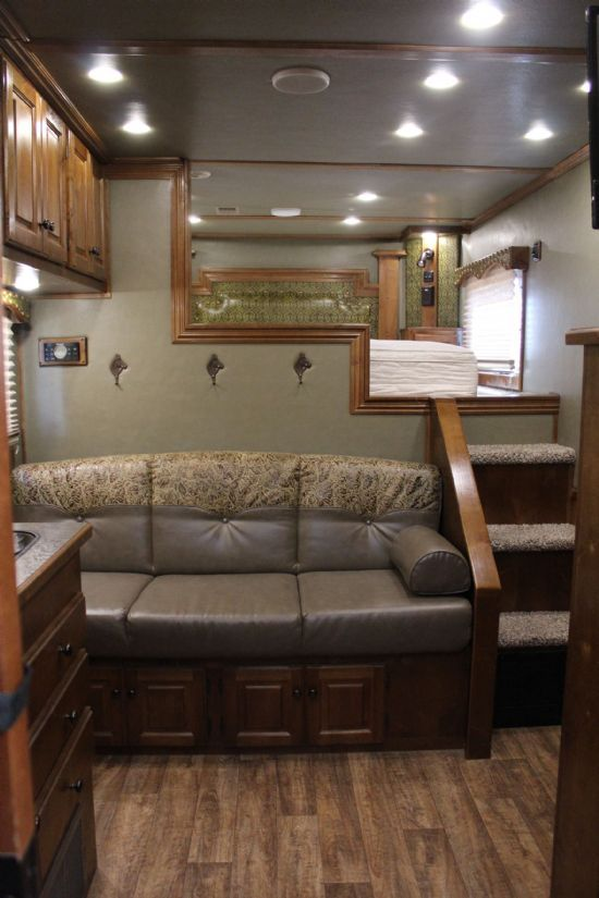 2015 Sundowner 8011 Horizon SE  3 Horse Slant Load Gooseneck Horse Trailer With Living Quarters