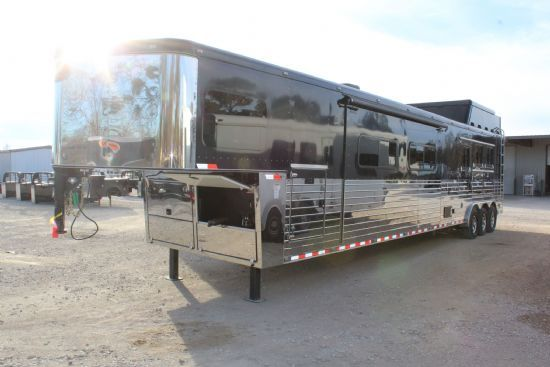 2016 Sundowner Horizon  3 Horse Slant Load Gooseneck Horse Trailer With Living Quarters