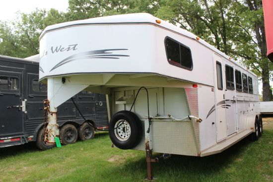 2001 Trails West   4 Horse Slant Load Gooseneck Horse Trailer