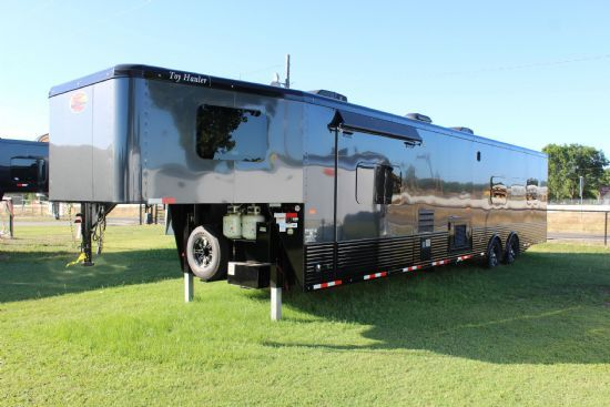 2021 Sundowner 2586SGM Toy Hauler w/ 18' Garage Gooseneck Motorsports & Toy Hauler With Living Quarters