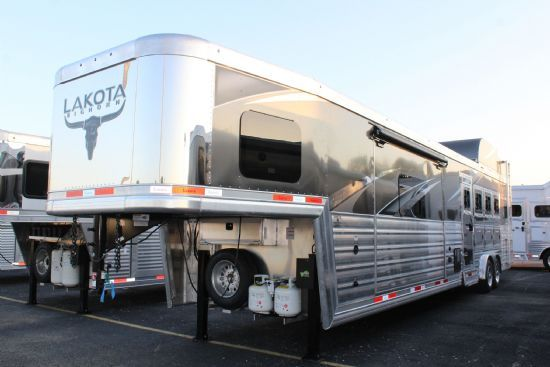 2021 Lakota BIG HORN B8415 FKP w/ 9' U-lounge Slideout  4 Horse Slant Load Gooseneck Horse Trailer With Living Quarters