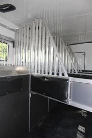 2017 Sundowner Circuit Series 8011 SIGNATURE QUARTER CLASSIC  4 Horse Slant Load Gooseneck Horse Trailer With Living Quarters
