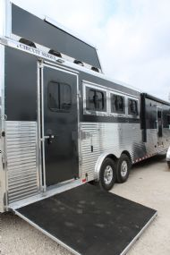 2017 Sundowner Circuit Series 8013 SIGNATURE QUARTER CLASSIC  4 Horse Slant Load Gooseneck Horse Trailer With Living Quarters